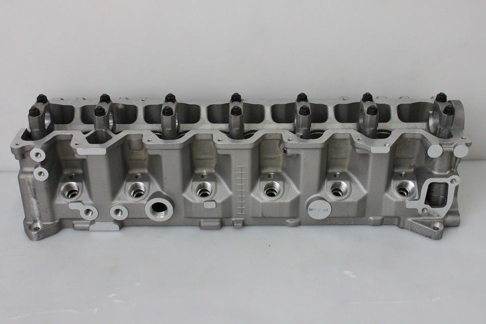 Engine Cylinder Head for NISSAN RD28 Petrol 2826cc 2 . 8D automobile engine parts